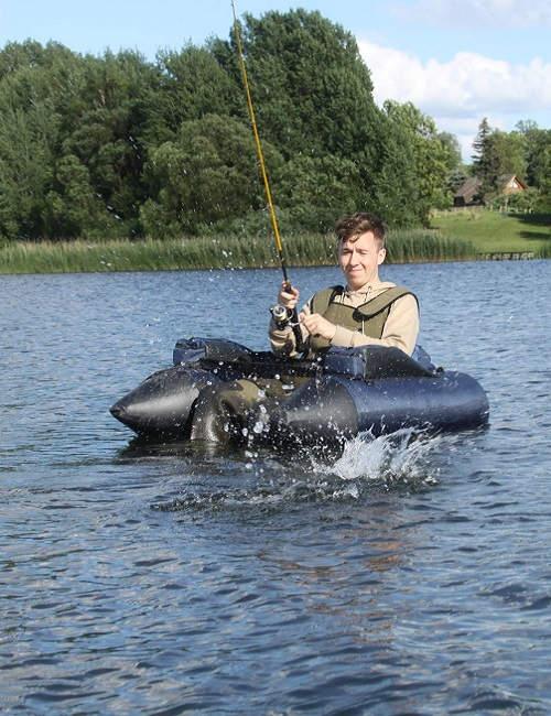 Bei Green Guiding kannst du Angelausrüstung und Belly Boats ausleihen