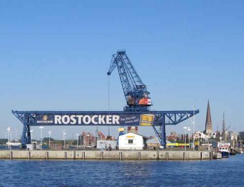 Rostock vom Wasser aus erleben – Bootsverleih am Blauen Kran