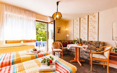 Zimmer einer Ferienwohnung der Pension Fischerhaus auf Usedom