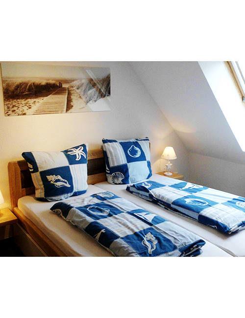 Fiskado - pension ostseeurlaub rostock schlafzimmer 500x650 - Pension Ostseeurlaub in Rostock - unterkunft, angelausflug